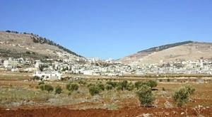 Mt. Gerezim (left) before deforestation, Mount Eyval (right)